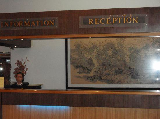 Lake Side Hotel: フロント
