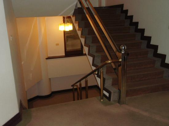 Lake Side Hotel: 階段