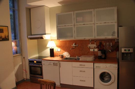 Les Palmiers- Grasse : The kitchen.