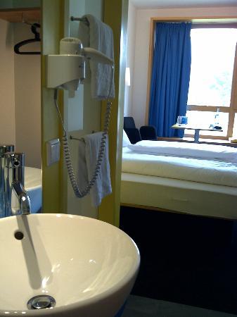 Val Blu Sporthotel & Spa : Blick ins Zimmer vom Eingang aus