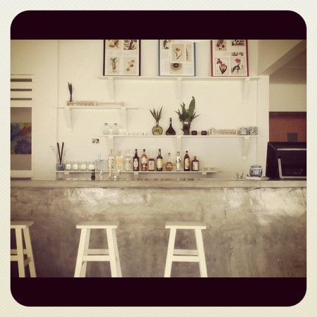 fatCUPID: Won't you have a seat at our bar?