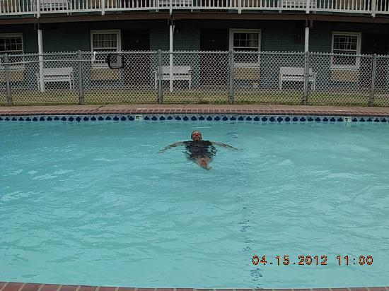 Surfside Inn Suites: Husband swimming in heated pool