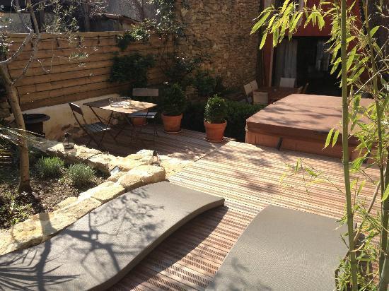 Le clos des restanques : Jaccuzi + terrasse de la chambre valis Brigia - De Jour