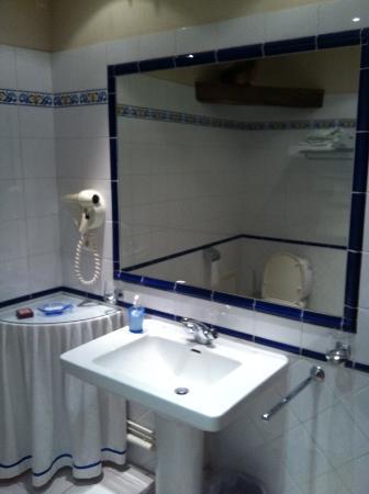 L'Orangerie: Bathroom room 22