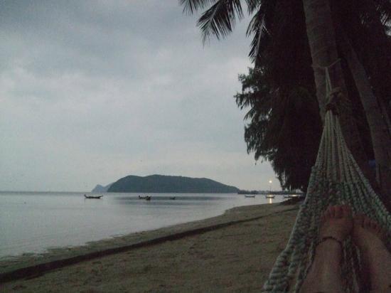 Phrueksa Beach Resort: The ferry port is next to the Island, nice relax in the hammock