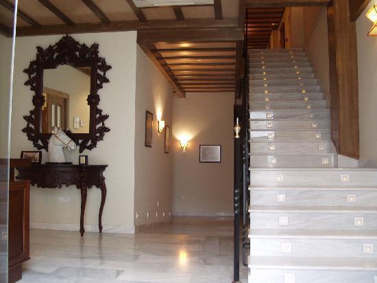 Hotel La Casa del Duque: Escalera
