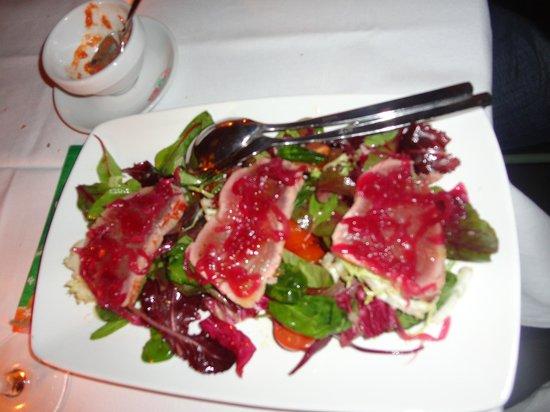 Macao Café: scottata di tonno su misticanza