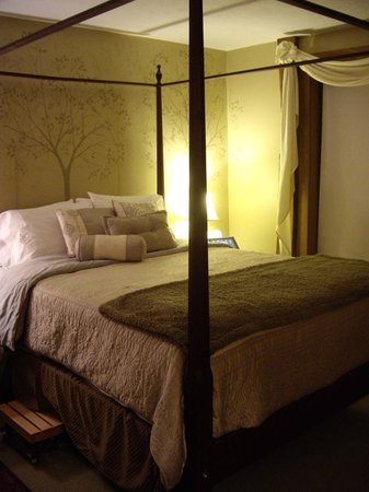 The Barn Inn Bed and Breakfast: Whispering Oak