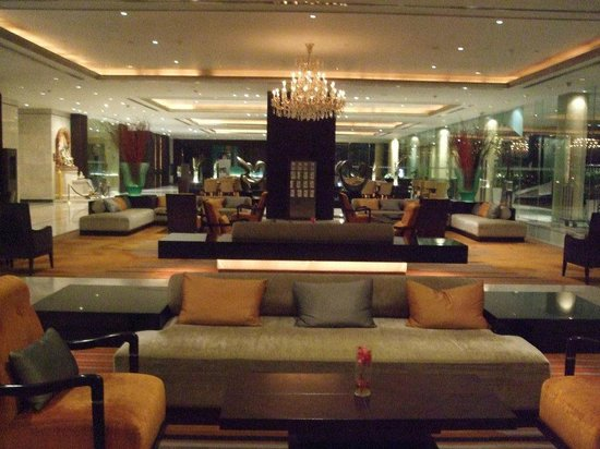 Holiday Inn Bangkok Silom: Lounge area