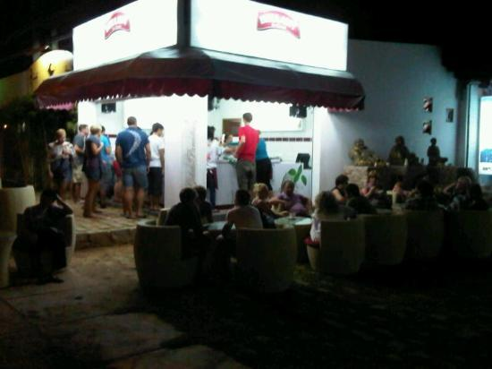Bellany Ice-Cream: Close to ripcurl shop