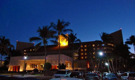 Occidental Nuevo Vallarta: First view of the hotel at night