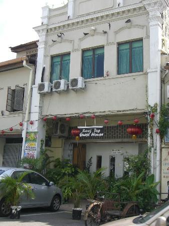 Roof Top Guest House Melaka: GH入り口