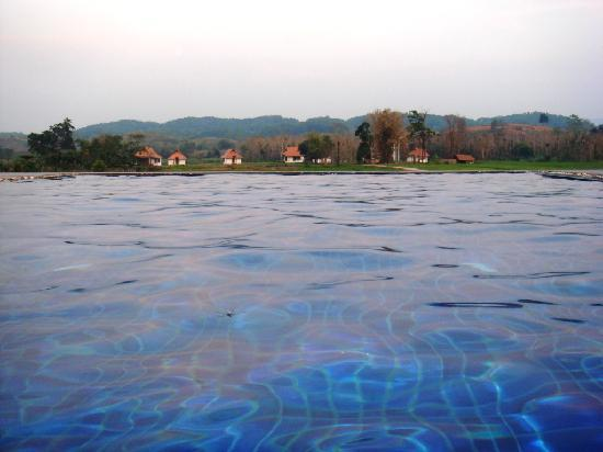 Manee Dheva Resort & Spa: Swimming Pool