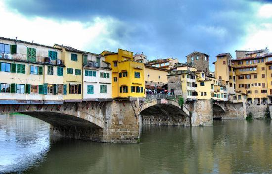 Toskana, Italien: old bridge in Florence