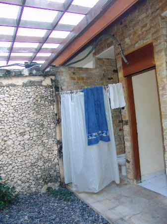 Dhyana Pura Beach Resort: outdoor bathroom