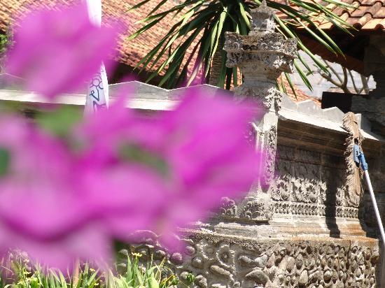 โรงแรมดิแอนา ปูรา: temple wall agian