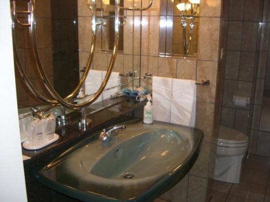 Sapporo Classe Hotel: 大きな洗面化粧台