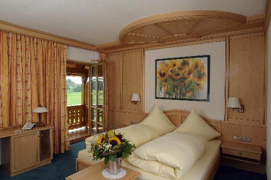 Landhotel Hoisl-Bräu: Zimmer mit Bergblick und Balkon