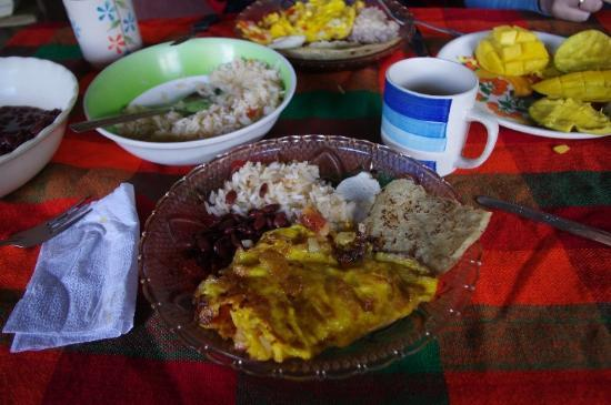 Finca Lindos Ojos: Nica breakfast