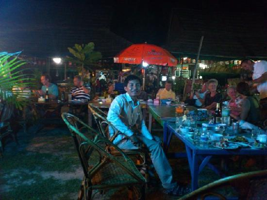 Angkor Tour Services: Party at the beach in Sihanouk Ville
