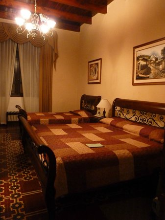 Aurora Hotel: Room