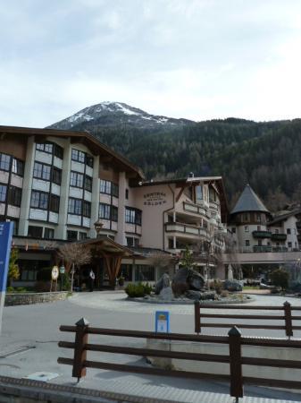 Das Central - Alpine . Luxury . Life : Ansicht vom Parkplatz aus
