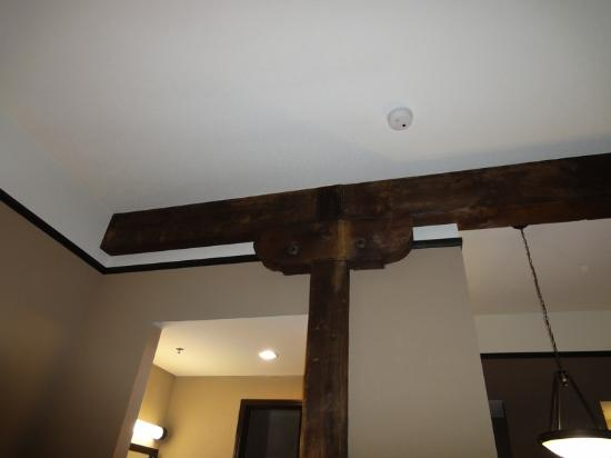 Homewood Suites by Hilton Indianapolis-Downtown: Exposed Beam