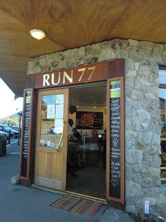 Run 76 Cafe : cafe