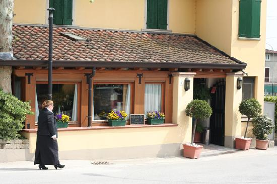 Monzambano, Italien: Trattoria front