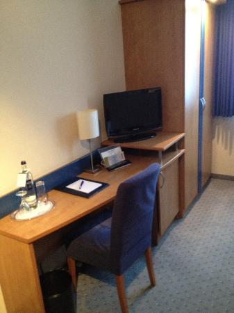 Astor & Aparthotel Cologne : Room 19 Desk and TV