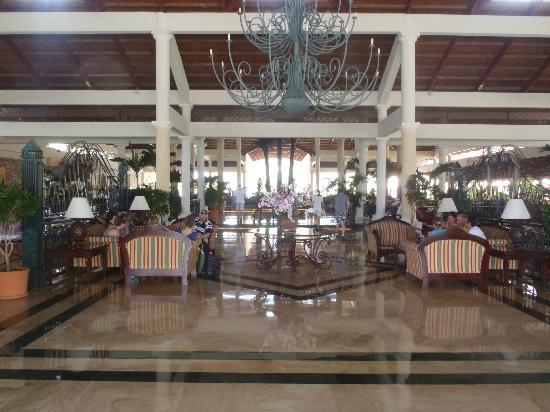 Grand Bahia Principe Punta Cana: Front lobby