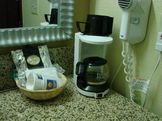 Comfort Inn University: coffeemaker