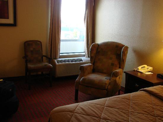 Comfort Inn University: reclining chair