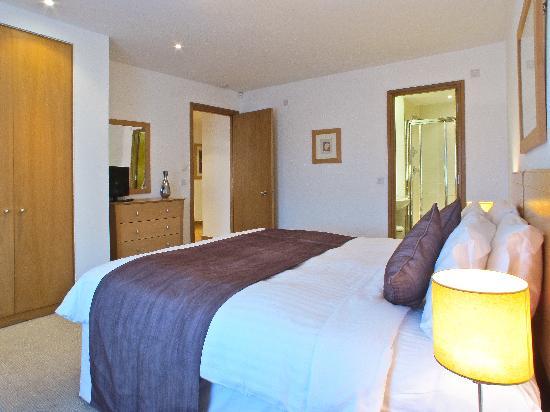 The King's Wardrobe Serviced Apartments by BridgeStreet: Comfortable bedroom