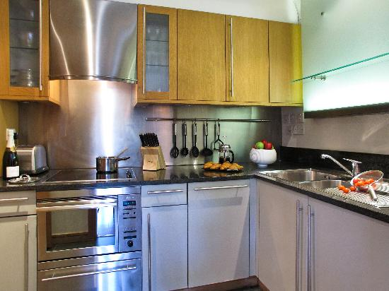 The King's Wardrobe Serviced Apartments by BridgeStreet: Kitchen