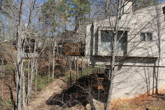 Wyndham Resort at Fairfield Mountains: Back of the home of upper and lower decks
