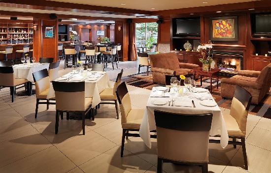 Granville Island Hotel: Dockside Lounge