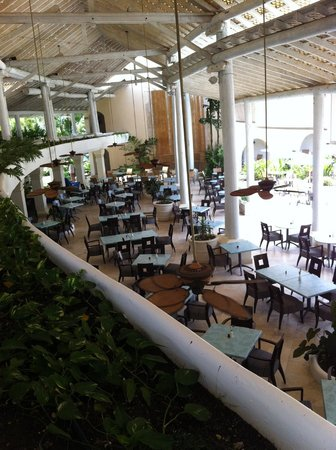 Turtle Beach by Elegant Hotels: View of main restaurant