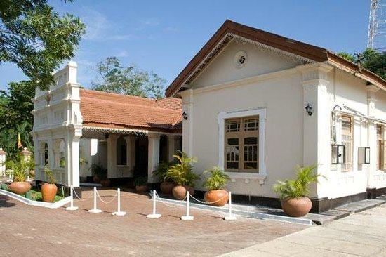 Matara, Sri Lanka: Main hotel building and reception
