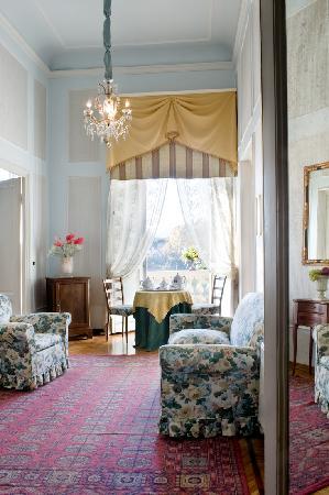 Principe Hotel: Suite Sitting room