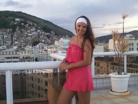 Atlantis Copacabana: en la terraza con las favelas de fondo..