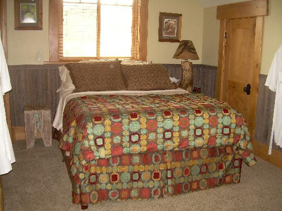 Lone Elk Lodge Bed & Breakfast: Sand Creek Desert ( Queen Suite)