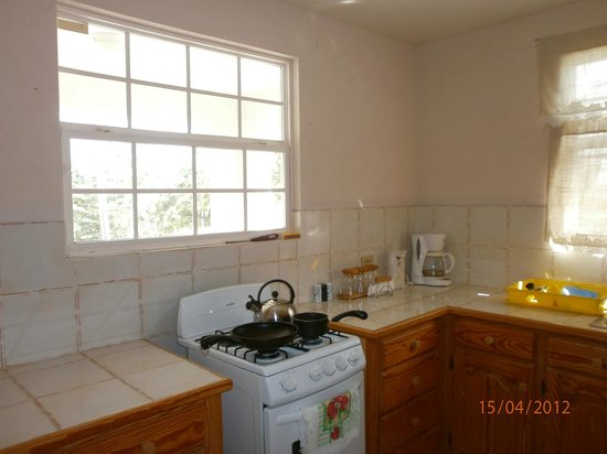 Clearwater Apartments: Kitchen