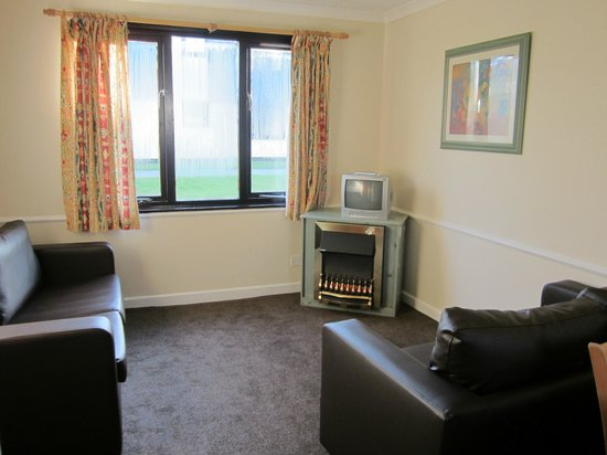 Pwllheli, UK: standard plus appartment living room with blown air heating