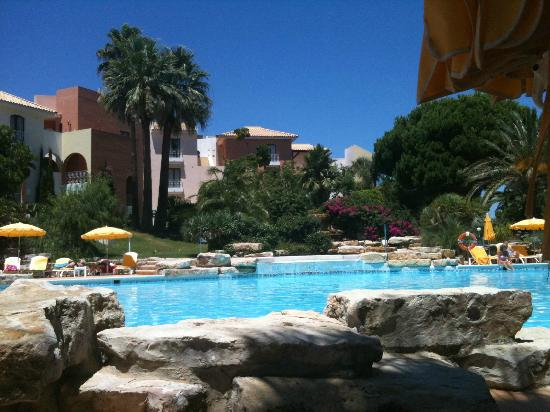 Four Seasons Vilamoura: Relax by the pools