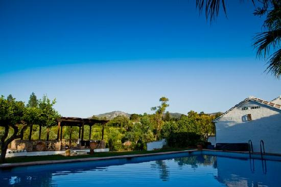 Rancho del Ingles: A view over the pool to the horizon