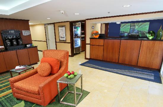 Fairfield Inn Portland Maine Mall: Front Desk