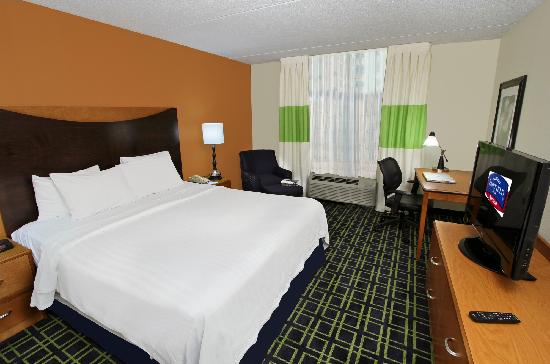 Fairfield Inn Portland Maine Mall: King Guestroom