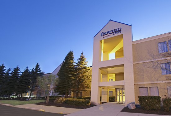 Fairfield Inn Portland/ Maine Mall: Exterior at Dusk
