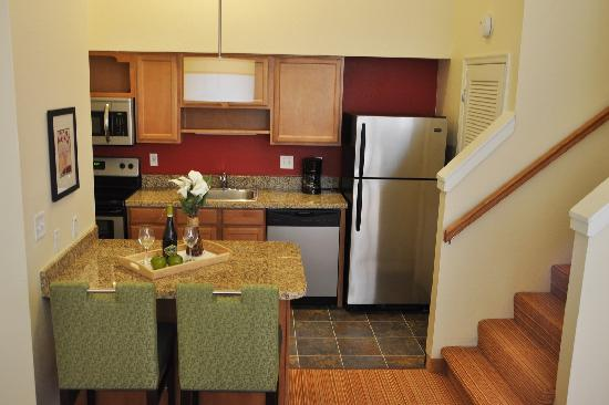 Residence Inn Hartford Windsor : Two Bedroom Kitchen